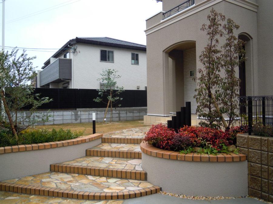 三井ホーム 曲線の優しいアプローチ階段