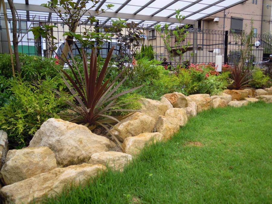 ロックガーデン 天然芝生 庭