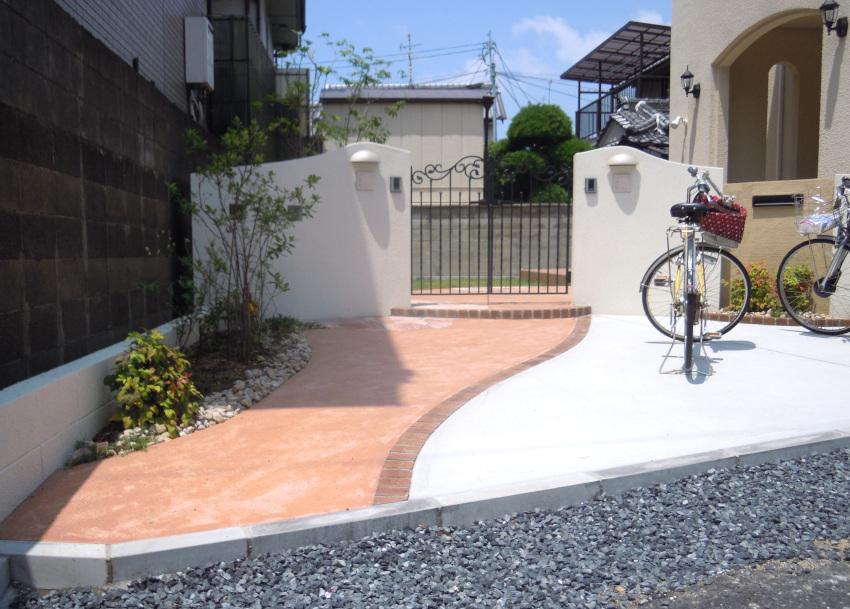 ピンクのアプローチ 三井ホーム