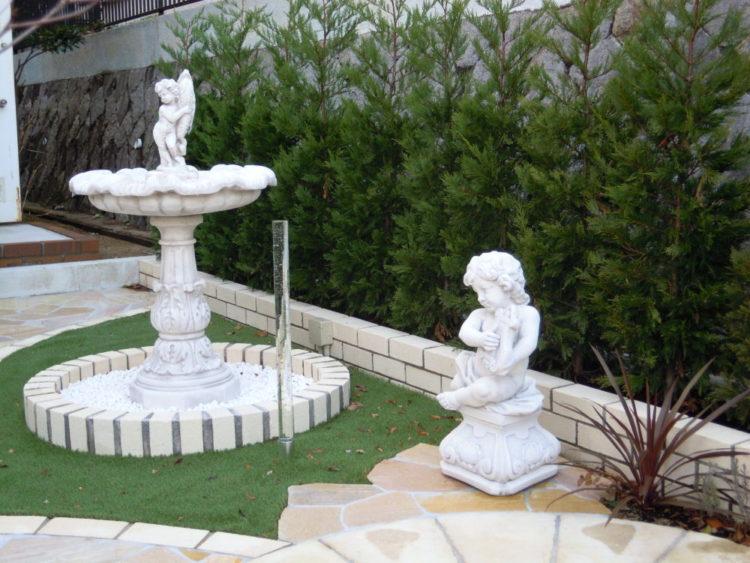 バローネ 石像 噴水 庭 イングリッシュガーデン