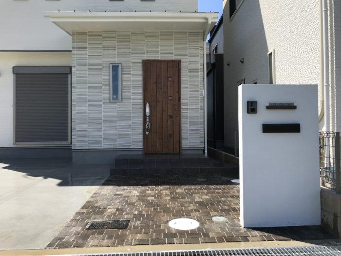 石畳風コンクリートのアプローチ 外構 おしゃれ シンプル