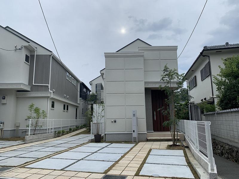 大阪府池田市の分譲住宅のオープンエクステリア