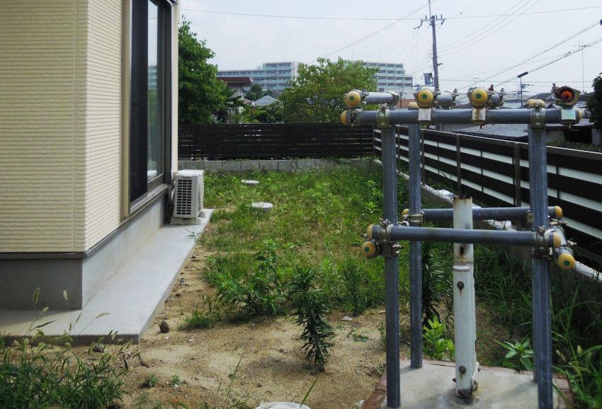 荒れた庭 庭のリフォーム 雑草 大阪 外構工事 庭づくり
