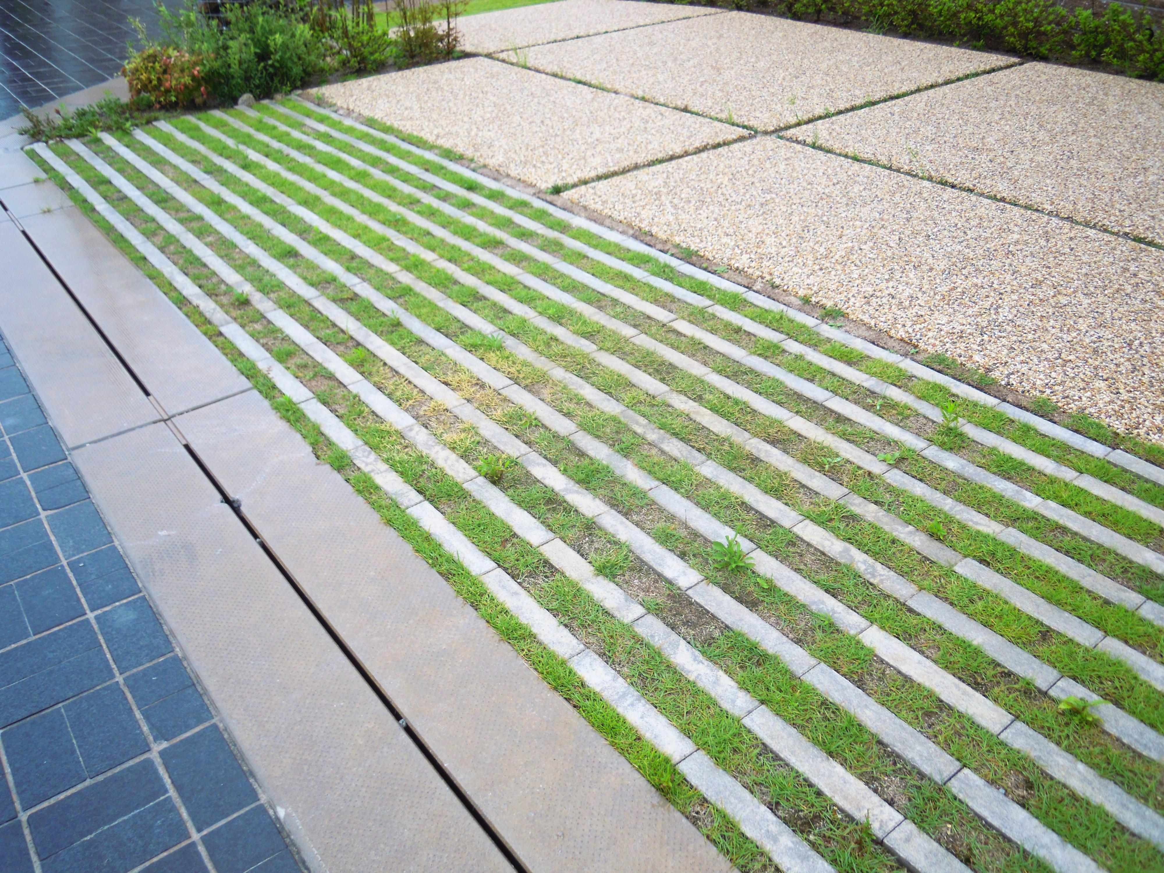 駐車スペース  緑化ブロック