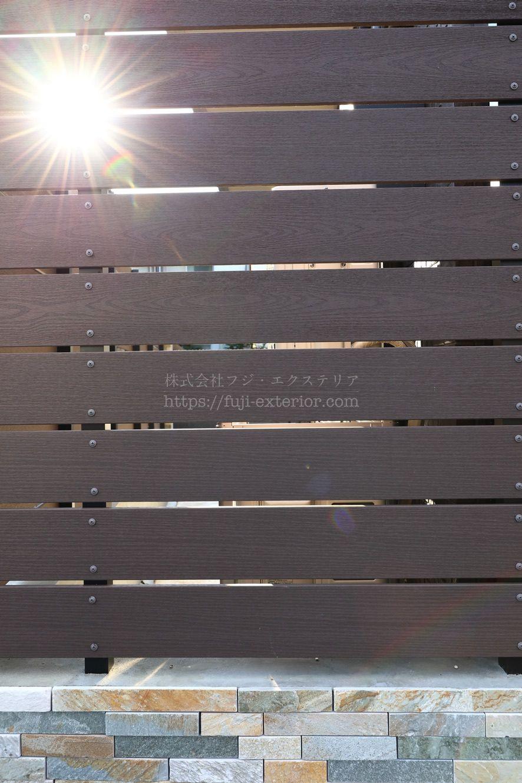 樹脂木目フェンス 採光タイプ