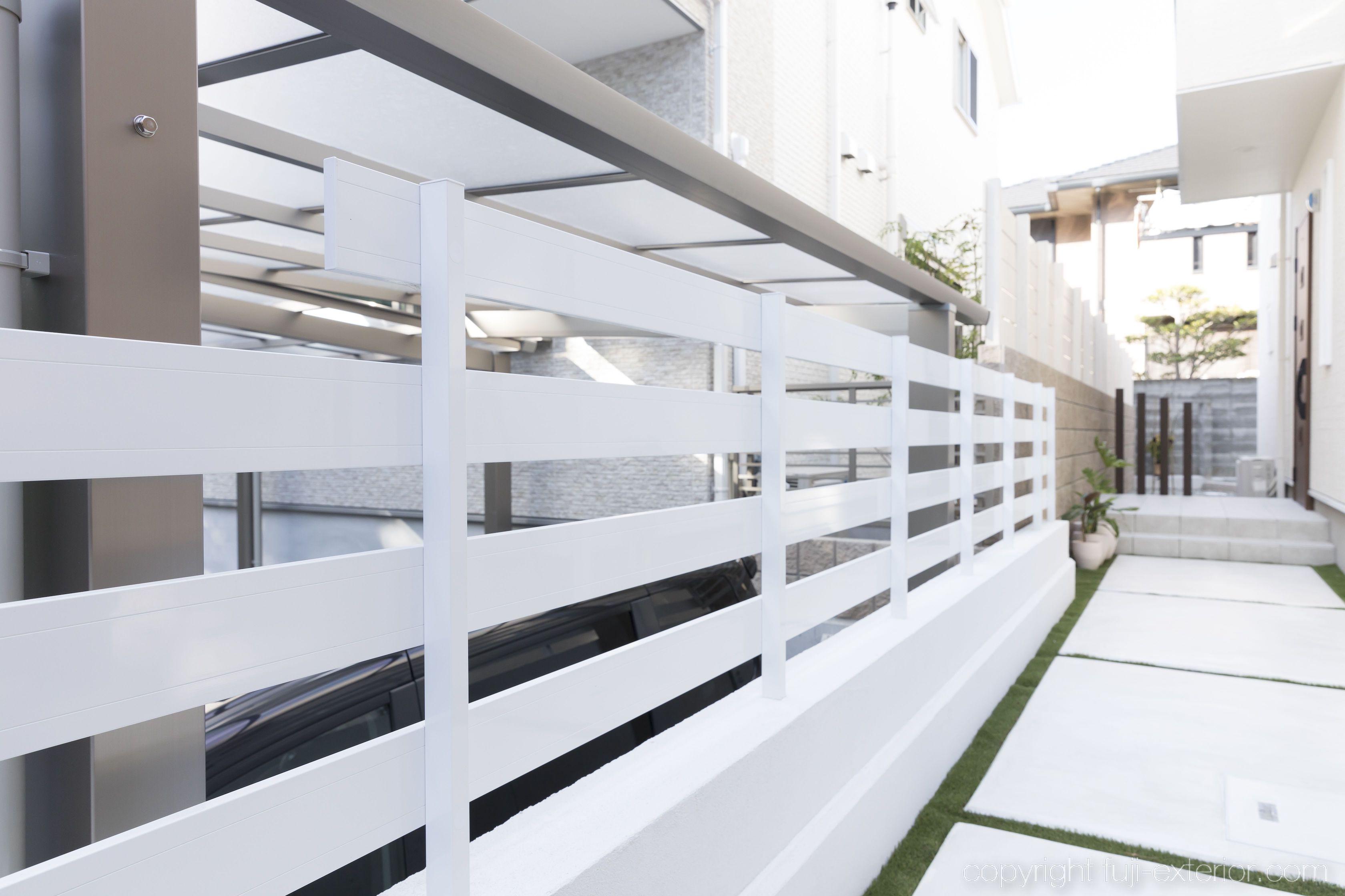 犬走り 白 外構 目隠しフェンス 人工芝の目地 大阪 外構工事 エクステリア