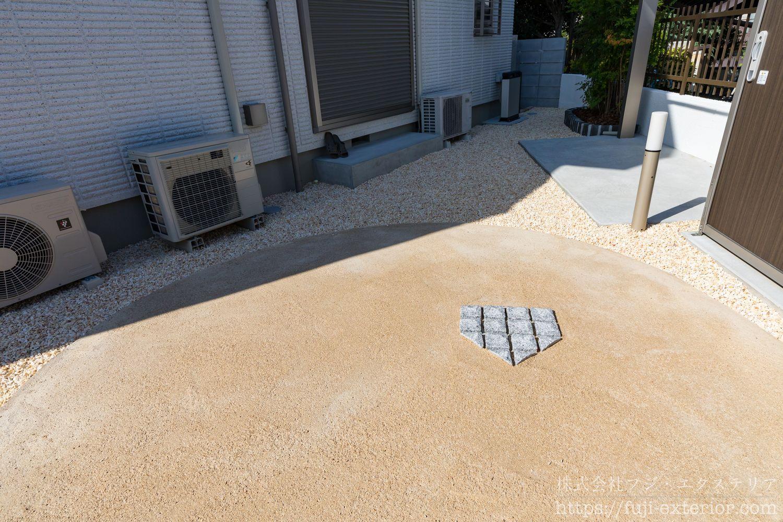 バッティングトレーニングスペース  真砂土を固めた舗装材
