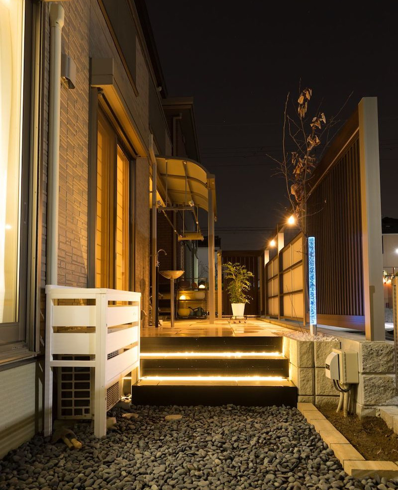 エクステリア 照明 一条の光 庭のリフォーム アウトドアリビング タイルテラス