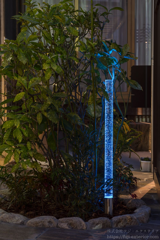 ライティング ガラスライト 一条の光 ブルー 外構 庭 照明 フジエクステリア