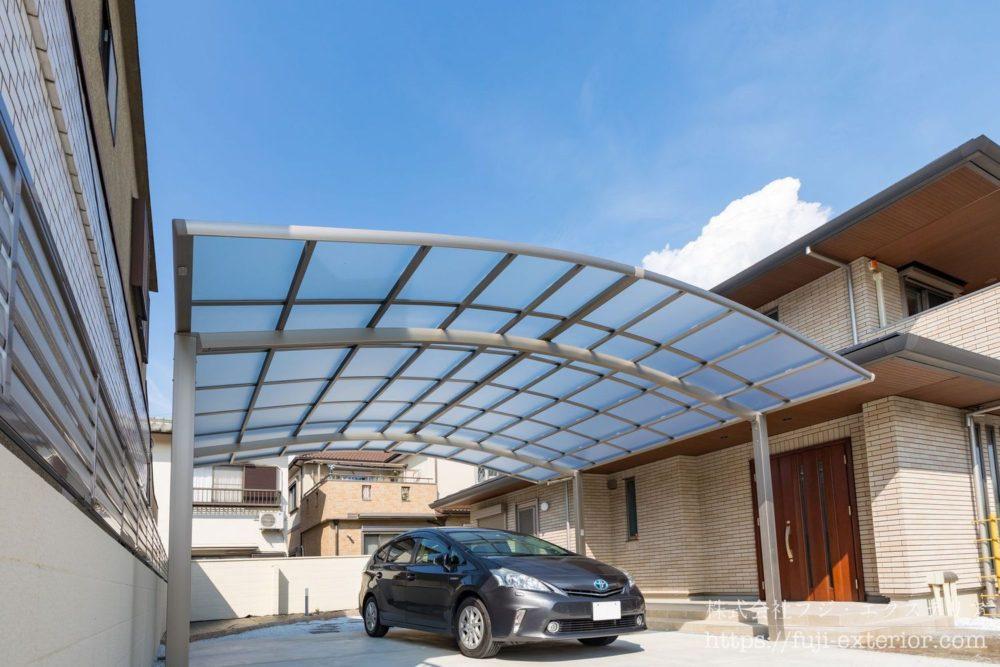 LIXILの フーゴRワイドのカーポート屋根