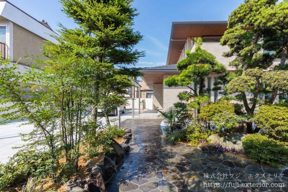 アプローチ 諏訪鉄平石貼り 和の庭 日本庭園 大阪