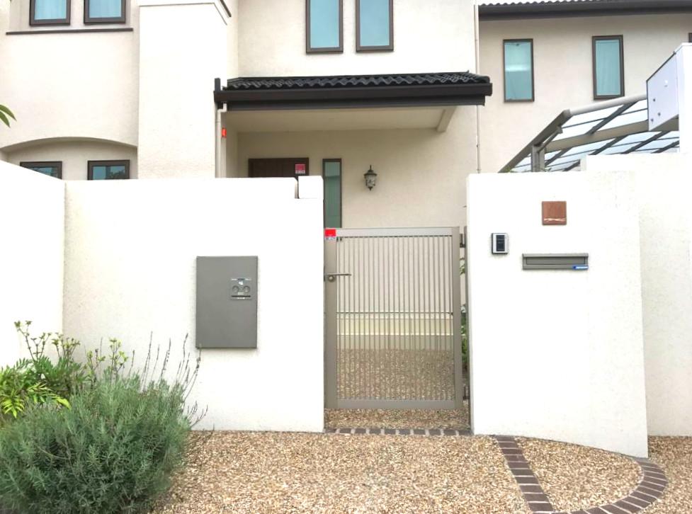 門扉はシンプルにLIXIL プレスタ2型