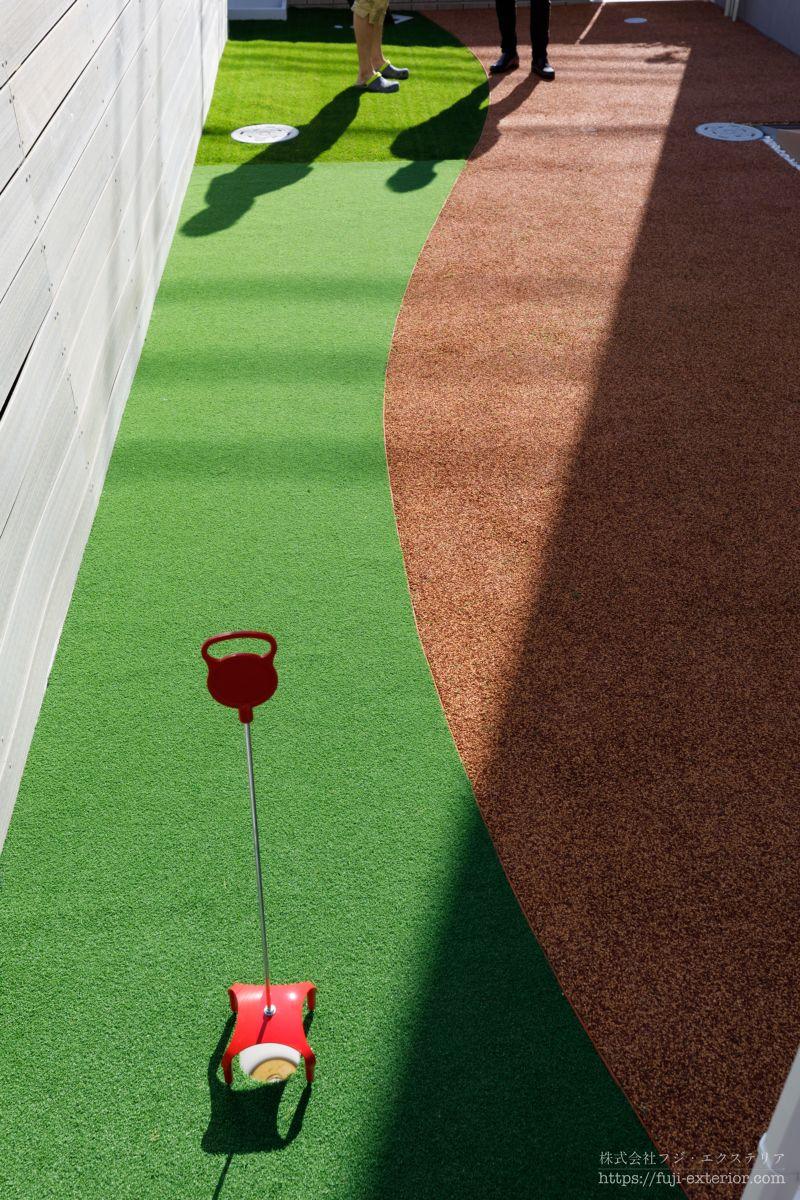 人工芝とパターとラフ ゴムチップ舗装 庭 外構工事 大阪