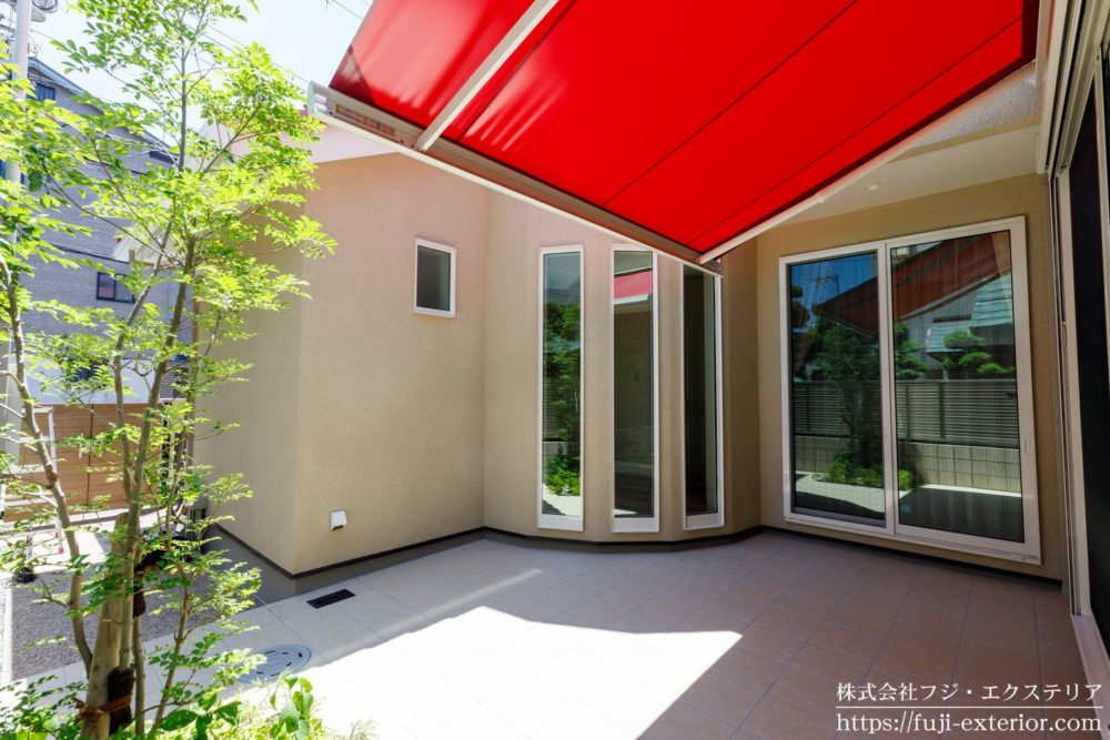 テラス オーニングテント 日よけシェード 赤 三井ホーム 中庭
