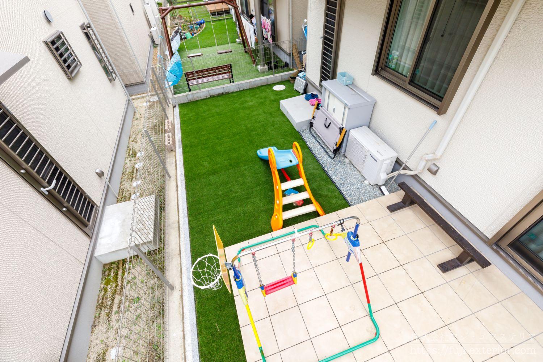 タイルテラス 人工芝 子供が遊ぶ庭 大阪