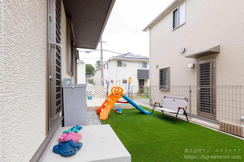 タイルテラス 人工芝 子供が遊ぶ庭 エクステリア 大阪