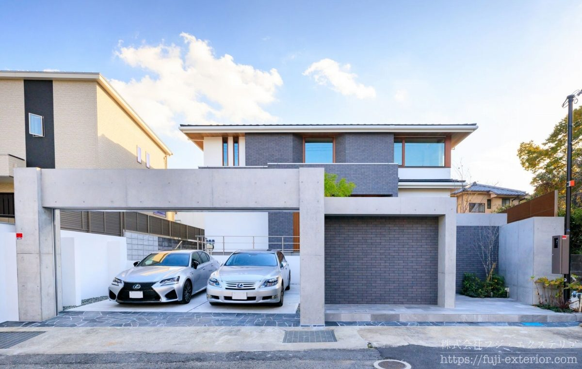 三井ホームの新築クローズ外構です。まるで雑誌を切り取ったような美しさの素敵な外観。RCで造られた重厚感のある構造躯体が上品なデザインの建物を引き立たせています。
