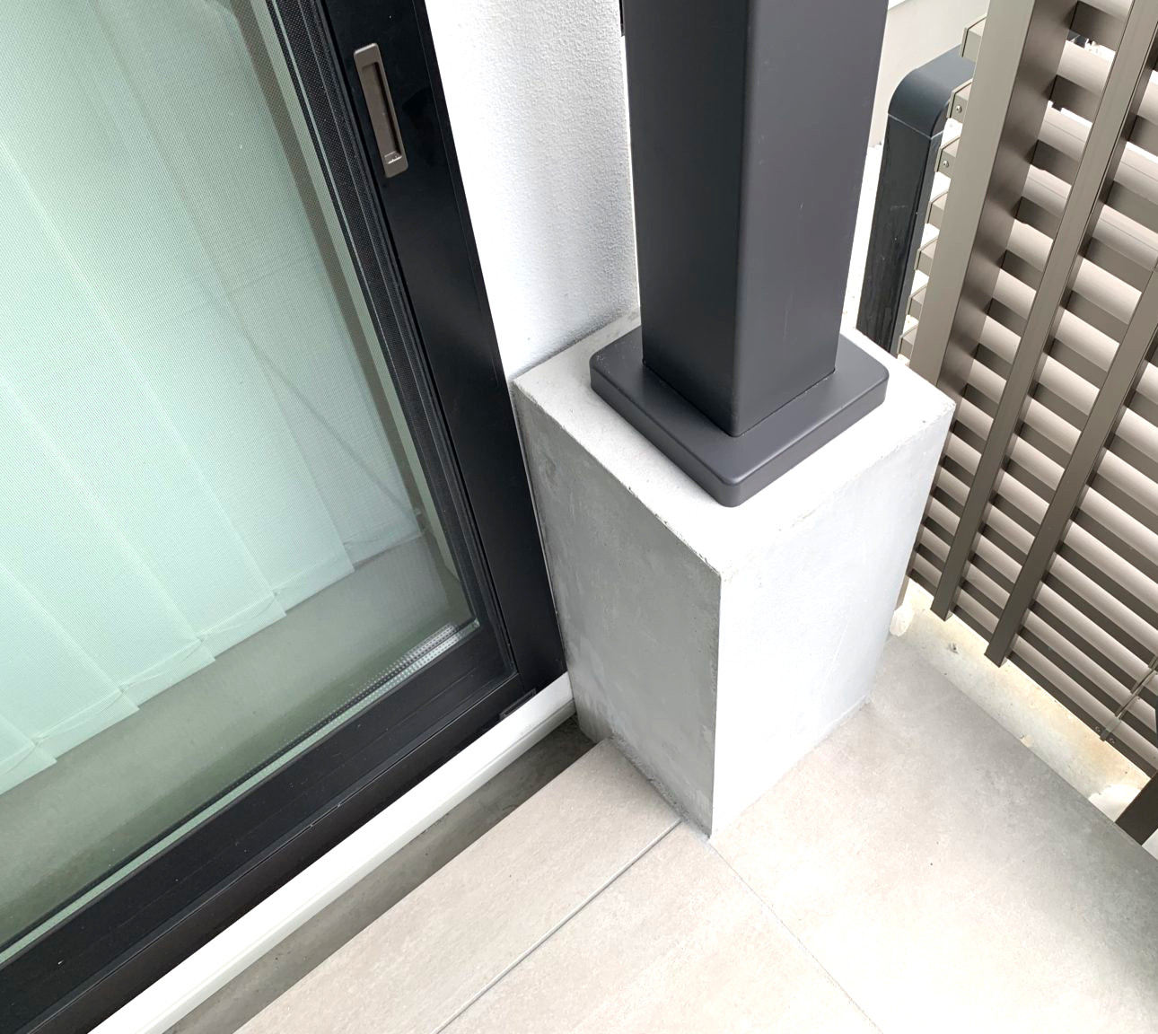 天井ルーバーを手動で開閉できるテラスルーフ(パーゴラ)、TAKASHOの新商品 パティオ ムーブ